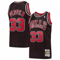 Men's Chicago Bulls Scottie Pippen #33 Mitchell & Ness Black Hardwood Classics 95-96 Swingman Jersey